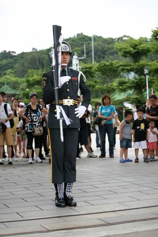 ■凛とした儀仗隊兵士たち_e0094583_18412012.jpg