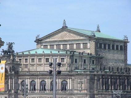 ドレスデン国立歌劇場のオペラ鑑賞_d0016397_2253314.jpg