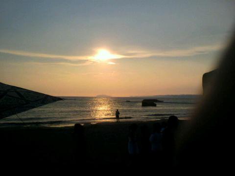 森戸海岸夕陽。シルクスクリーン。モンローチェア。_f0048719_2212545.jpg