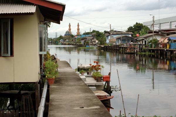 バンコク散歩・運河沿い編(3)_b0131470_8523623.jpg