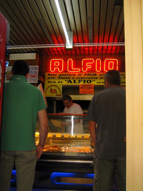 POLLO alle GRIGLIAで有名なこのお店---CURE地区_c0179785_2042558.jpg