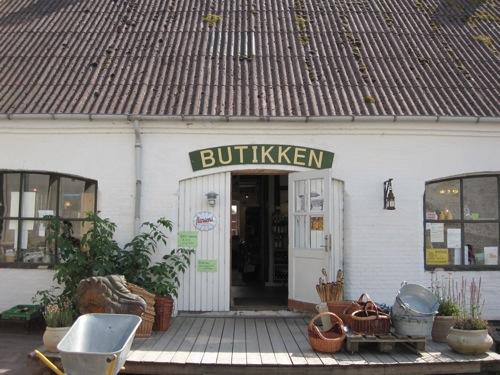 スワンホルム(エコビレッジ)にて  In Swanholm (ecovillage)_f0015295_2246393.jpg