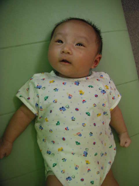 赤ちゃん_a0112220_1723935.jpg