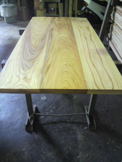 テーブル板に塗装を施す_c0124828_2251498.jpg