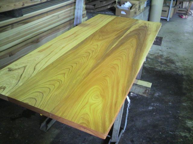 テーブル板に塗装を施す_c0124828_22515772.jpg