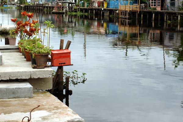 バンコク散歩・運河沿い編(4)_b0131470_14155967.jpg