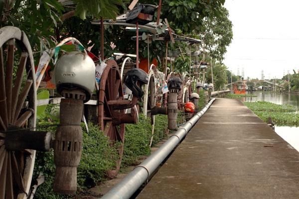 バンコク散歩・運河沿い編(4)_b0131470_14164653.jpg