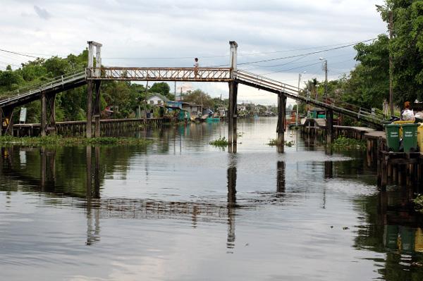 バンコク散歩・運河沿い編(4)_b0131470_14174125.jpg