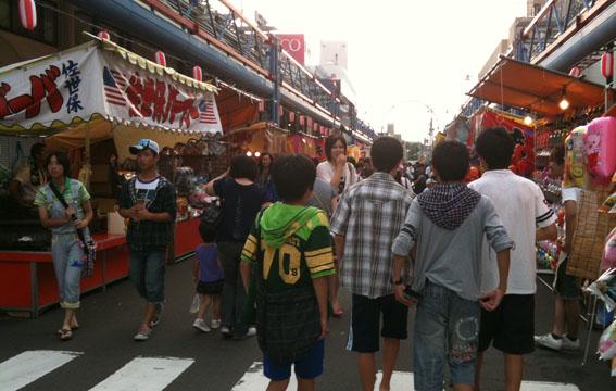 日吉神社祭典の露天_e0054299_13315234.jpg