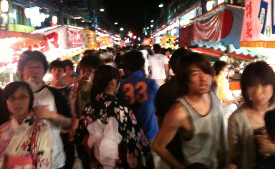 日吉神社祭典の露天_e0054299_13321011.jpg