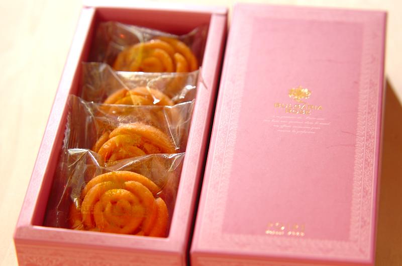 バラの香りのするフィナンシェ_a0115906_14402250.jpg