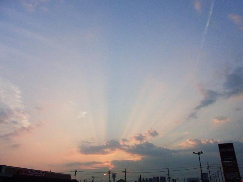 東から西へ 飛行機雲を追って~by空倶楽部_f0214527_21291249.jpg