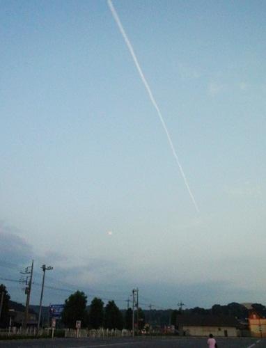 東から西へ 飛行機雲を追って~by空倶楽部_f0214527_2136289.jpg