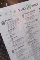 NY No1ハンバーガー シェイク・シャックがNYに5店舗目をオープン_b0007805_0333881.jpg