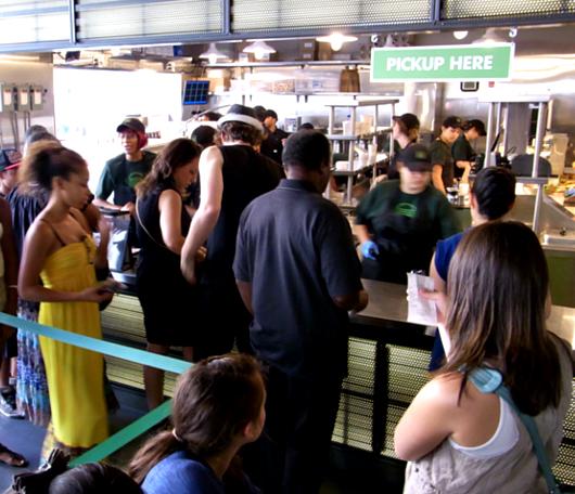 NY No1ハンバーガー シェイク・シャックがNYに5店舗目をオープン_b0007805_0342012.jpg