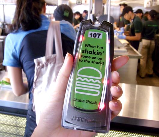 NY No1ハンバーガー シェイク・シャックがNYに5店舗目をオープン_b0007805_03434100.jpg