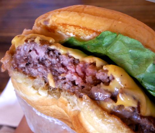 NY No1ハンバーガー シェイク・シャックがNYに5店舗目をオープン_b0007805_035183.jpg