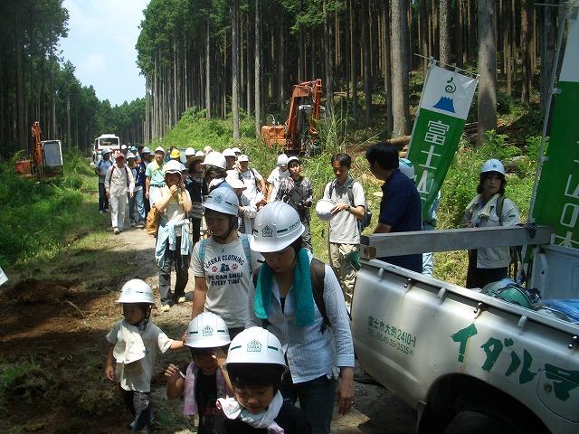 富士ひのきの森林認証林で「木こりツアー」_f0141310_4585744.jpg