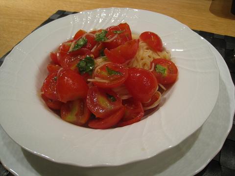 冷製トマトのパスタと米なすのオーブン焼き_b0107003_1755433.jpg