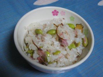 桜塩漬けと枝豆のおこわ_a0150910_21322146.jpg