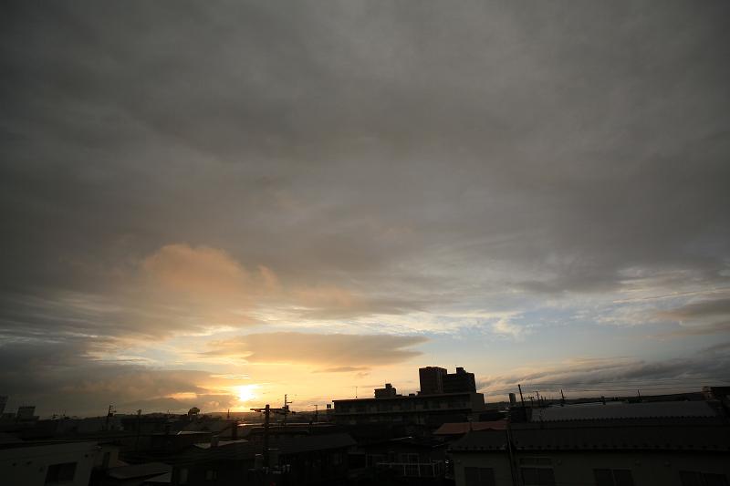 雨が上がり 夕焼け期待するが_a0160581_19425830.jpg