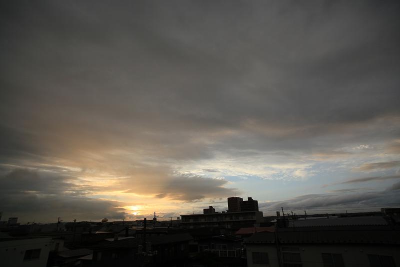 雨が上がり 夕焼け期待するが_a0160581_19431833.jpg