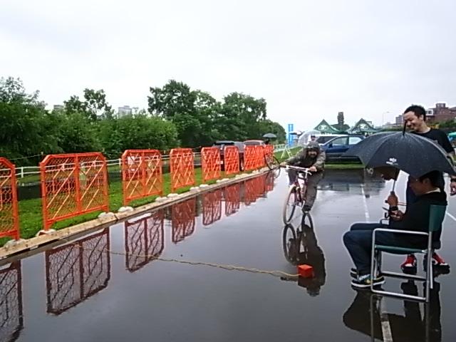 ドシャ降り 川祭り_e0173533_1039289.jpg