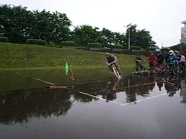 ドシャ降り 川祭り_e0173533_1039513.jpg