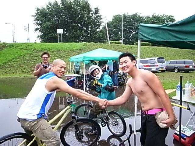 ドシャ降り 川祭り_e0173533_9183428.jpg