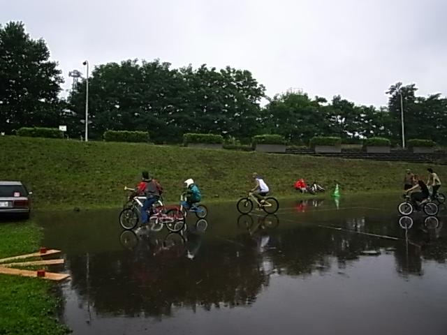 ドシャ降り 川祭り_e0173533_9203789.jpg