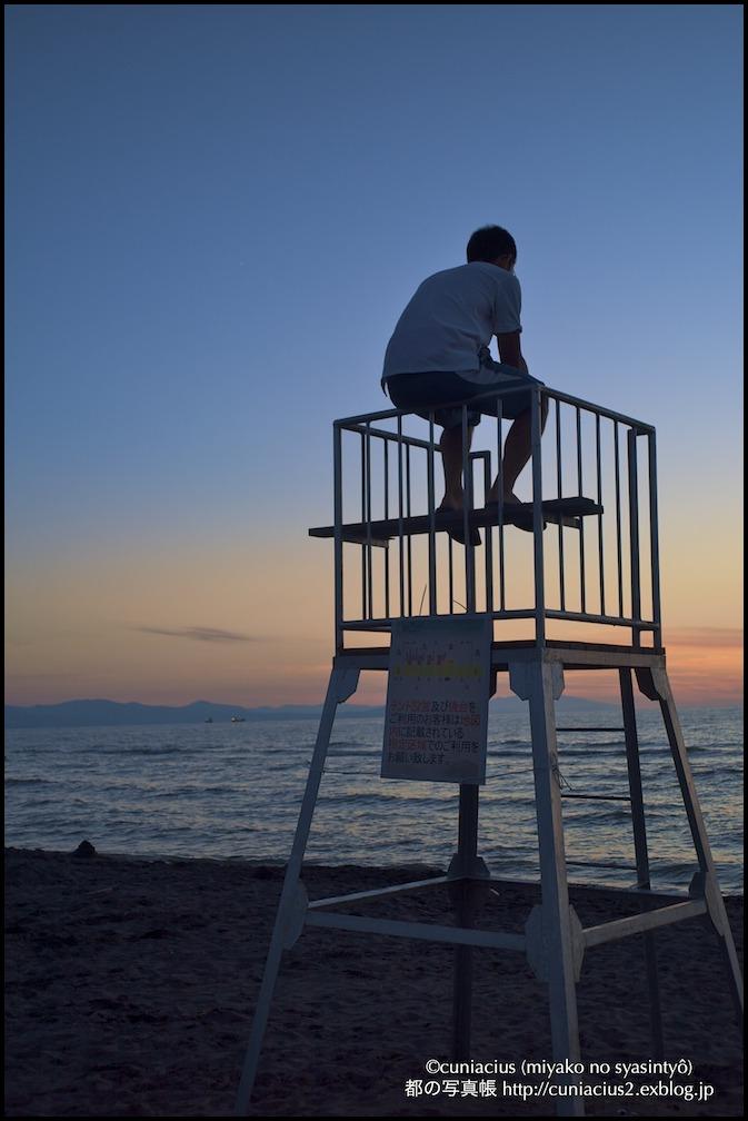 海を眺める少年_f0042194_182578.jpg