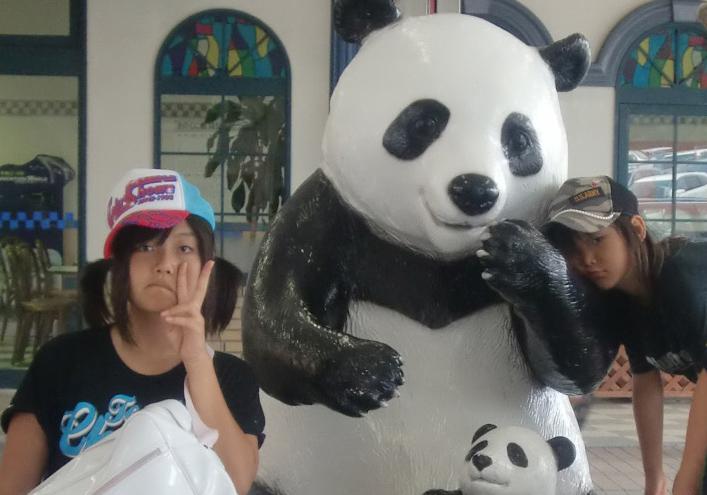 真夏に白浜…パンダにもたれかかるダレた娘と、棚ボタのニコラ。_b0182223_14131923.jpg
