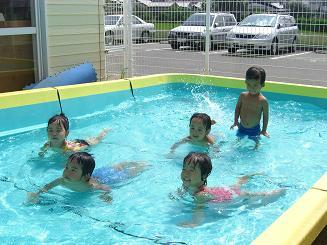 毎日 プールあそびを楽しんでいます。_c0197584_1115730.jpg