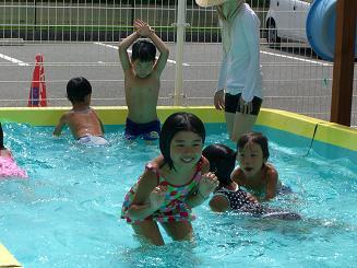 毎日 プールあそびを楽しんでいます。_c0197584_11284338.jpg