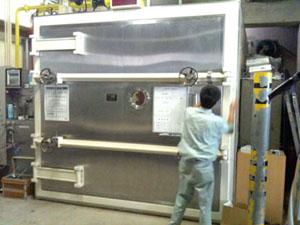 殺菌燻蒸企画1-燻蒸庫へ作品の搬入_f0223981_161627.jpg