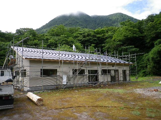 屋根の仕上げ_e0179508_9441799.jpg