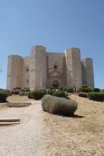 美しい丘の上の古城~カステッロ・デル・モンテ_f0106597_16282056.jpg