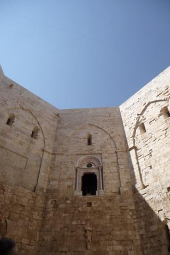 美しい丘の上の古城~カステッロ・デル・モンテ_f0106597_16572371.jpg