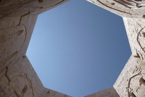 美しい丘の上の古城~カステッロ・デル・モンテ_f0106597_1702751.jpg