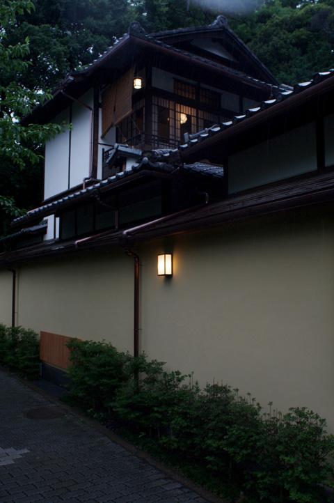文京区関口界隈 雨中の図_b0058021_14383665.jpg