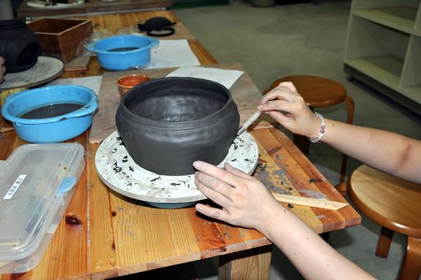 陶芸教室の一コマ_a0163716_21595864.jpg