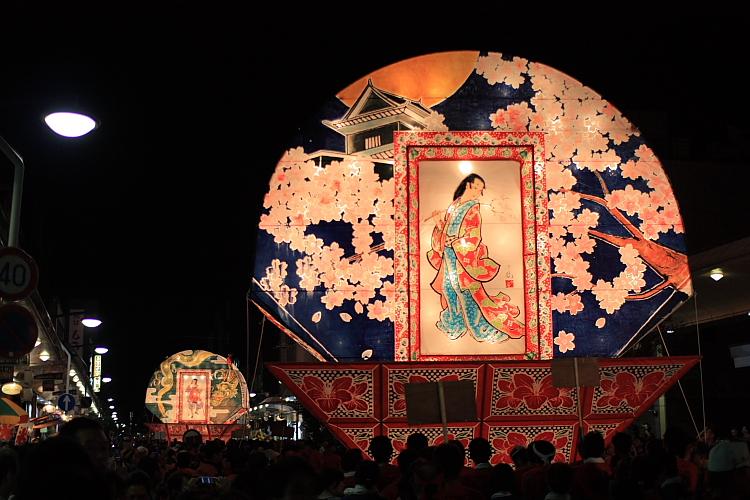 真田甲冑隊の出陣前。一度着てみたいですね♪今回の祭りとどのような関係があ... 真田出陣ねぷた祭