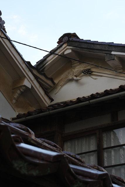 出雲市大社町鷺浦  鏝絵(こてえ)の鶴_b0061717_2146654.jpg