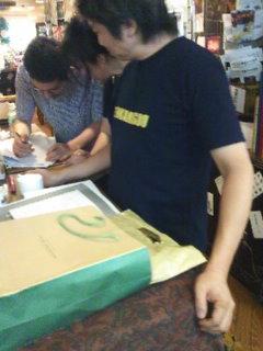 「食の職」発売間近。スタッフ今の写メレポート♪_c0069047_9272185.jpg