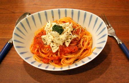 トマトとモッツァレラのスパゲッティ_f0141419_4555695.jpg