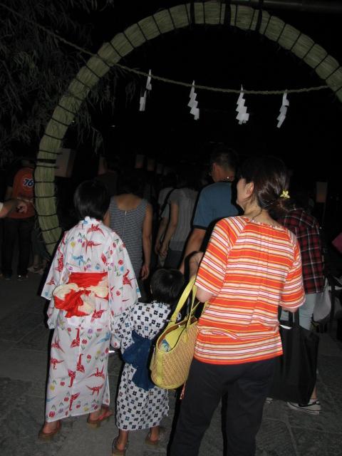 ぼんぼり祭り、茅の輪くぐり_b0158721_2213598.jpg