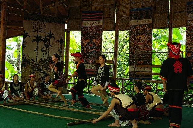 中国・海南島旅行14  ダンス!_b0112443_1852219.jpg