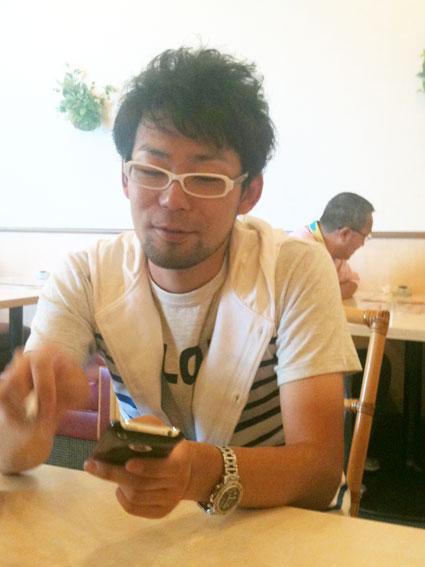 【瓜破店 店長 河内】山中店長とiPhone_c0080367_10364921.jpg