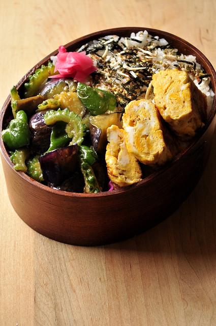 ゴーヤと茄子とピーマンの味噌炒め弁当_b0171098_6542472.jpg