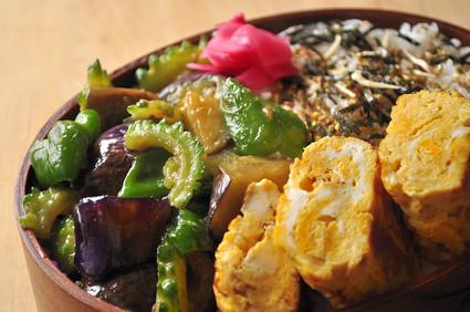 ゴーヤと茄子とピーマンの味噌炒め弁当_b0171098_72395.jpg